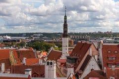 Belle vue de paysage urbain panoramique aérien de vieille ville à Tallinn en été, Estonie photos stock