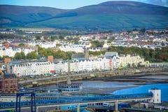 Belle vue de paysage de ville de bord de la mer de Douglas dans l'île de Man photo stock