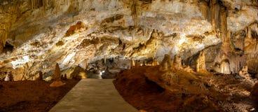 Belle vue de pecina de Lipska de caverne de Lipa dans Monténégro photographie stock