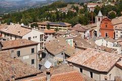 Belle vue de Pennabilli, petit comune en Italie Photos stock