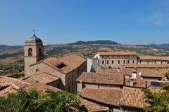 Belle vue de Pennabilli, petit comune en Italie Image stock