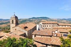 Belle vue de Pennabilli, petit comune, localis? environ 140 kilom?tres 87 MI au sud-est de Bologna images stock