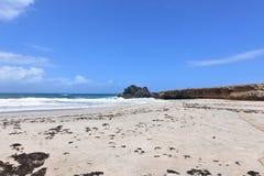 Belle vue de plage reculée d'Andicuri dans Aruba Photos libres de droits