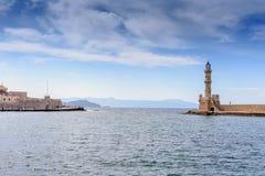 Belle vue de rivage au phare blanc dans le port Images libres de droits