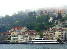Belle vue de rivage de Bosphorus Photographie stock libre de droits