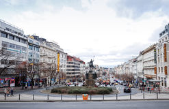 Belle vue de rue de vieux bâtiments traditionnels à Prague, CZ Photographie stock libre de droits