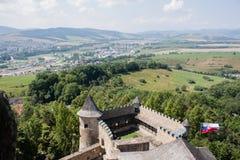 Belle vue de tour de château de vallée Images stock