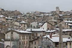 Belle vue de village historique de Scanno avec la neige Images libres de droits