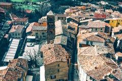 Belle vue de village Moustiers-Sainte-Marie dans les Frances Photographie stock