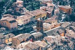 Belle vue de village Moustiers-Sainte-Marie dans les Frances Photo libre de droits