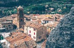 Belle vue de village Moustiers-Sainte-Marie dans les Frances Image libre de droits