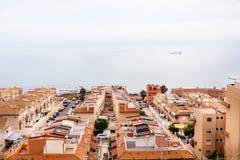 Belle vue de ville de panorama avec la plage et la mer bleue photo libre de droits