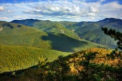 Belle vue des collines et des nuages Images stock