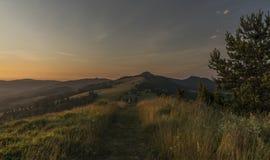 Belle vue en parc national de Pieniny avec le lever de soleil Image stock