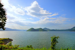 Belle vue le côté de lac Images stock