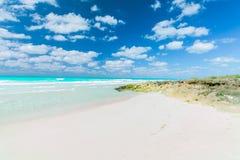 Belle vue naturelle de paysage d'île de Santa Maria Cuban, plage tropicale, vue renversante de invitation magnifique avec bleu-fo photo libre de droits