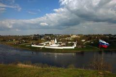Belle vue panoramique de colline au vieux blanc orthodoxe antique Photographie stock