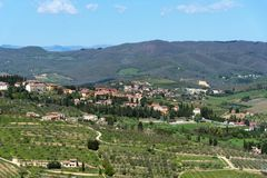 Belle vue panoramique des zones résidentielles Radda dans la province de chianti de Sienne, Toscane, Italie images libres de droits