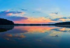 Belle vue panoramique du coucher du soleil au-dessus du lac Lemiet dans le secteur de Mazury, Pologne Destination fantastique de  Photos stock