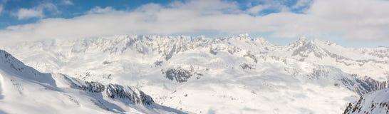 Belle vue panoramique sur les Alpes neigeux de la crête de Gemsstock image stock
