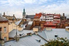 Belle vue supérieure avec des toits de vieille ville européenne Lviv Ukraine Images libres de droits