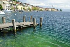Belle vue sur le ² de Salà avec le pilier au policier de lac, Italie Images libres de droits
