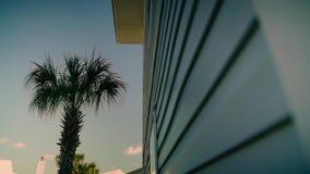 Bellen Sie mit einem Strand und Hotels in Florida stock footage