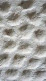 Bellentextuur bij het witte cementmuur eindigen Royalty-vrije Stock Foto
