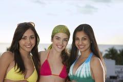 Belles adolescentes dans des bikinis Images libres de droits