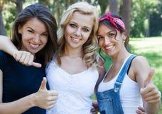 Belles amies en été Images libres de droits