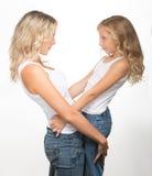 Belles blondes, une mère et enfant ensemble Images stock