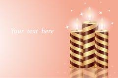 Belles bougies brûlantes avec la réflexion d'isolement sur un fond doux, lumière, endroit pour le texte illustration libre de droits