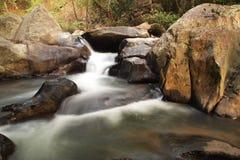 Belles cascades à écriture ligne par ligne Photographie stock