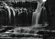 Belles cascades à écriture ligne par ligne Photo libre de droits