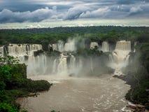 Belles cascades d'Iguazu photos stock