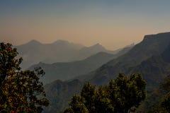 Belles chaînes de montagne de Kodai Image libre de droits