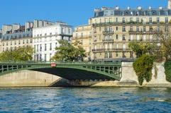 Belles couleurs à un pont de la Seine - Paris Photos libres de droits