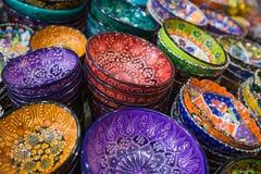 Belles cuvettes arabes colorées Photo stock
