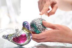 Belles décorations de Noël, ornements pailletés de Noël Image stock