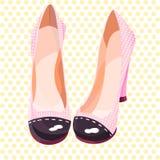 Belles et mignonnes chaussures roses en pois jaunes Photographie stock