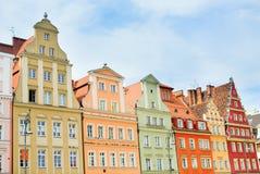 Belles façades des bâtiments à Wroclaw photo stock
