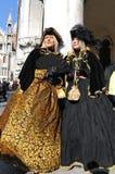 Belles femmes avec le costume dans le carnaval de Venise, Italie 2015 Photo stock