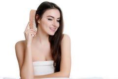 Belles femmes peignant des cheveux Photos stock