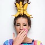 Belles fille et bananes Image stock