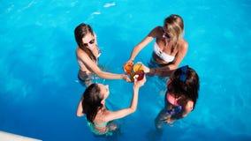 Belles filles appréciant des vacances Photo stock
