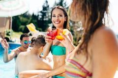 Belles filles appréciant des vacances Photographie stock libre de droits