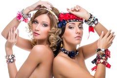 Belles filles avec beaucoup d'accessoires de ruban Image libre de droits