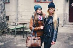 Belles filles de mode extérieures Image libre de droits