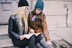 Belles filles de mode extérieures Images stock