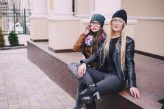 Belles filles de mode extérieures Photographie stock